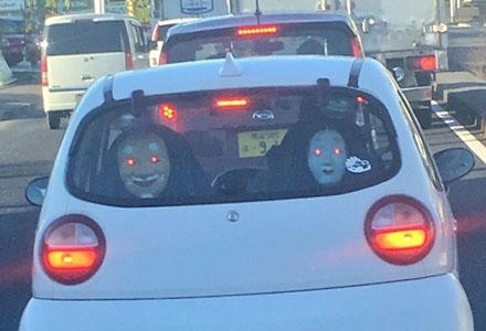 爆笑囧图:差点被前车给吓尿!居然还带灯效!