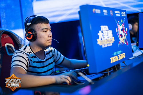 ,在去年进行的穿越火线全明星比赛中他是亚军队伍的主力成员.-