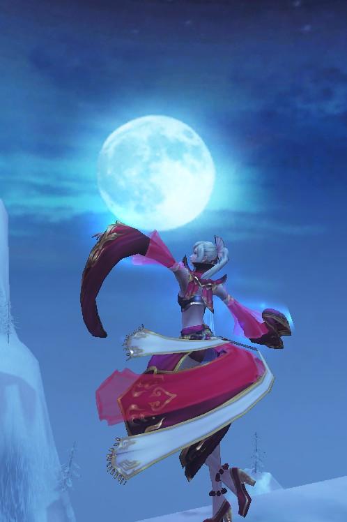 在锁妖塔副本里的好看的大月亮还有两只打架的女妖精
