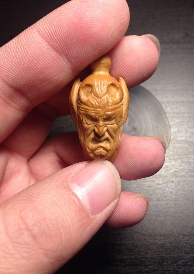 原创手工:魔兽橄榄核雕刻 伊利丹·怒风图片